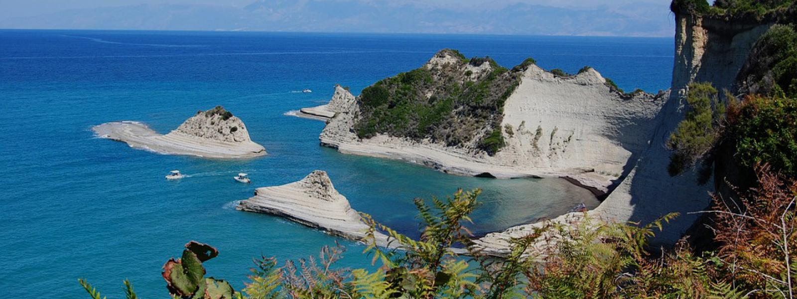 Corfu kliffen eiland griekenland De Globetrotter