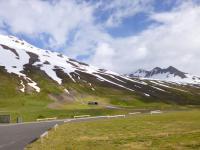 Besneeuwde bergheuvels