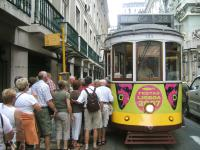 Typische tram - Lissabon - Portugal - De Globetrotter