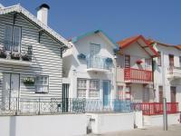gekleurde strandhuisjes - Portugal - De Globetrotter